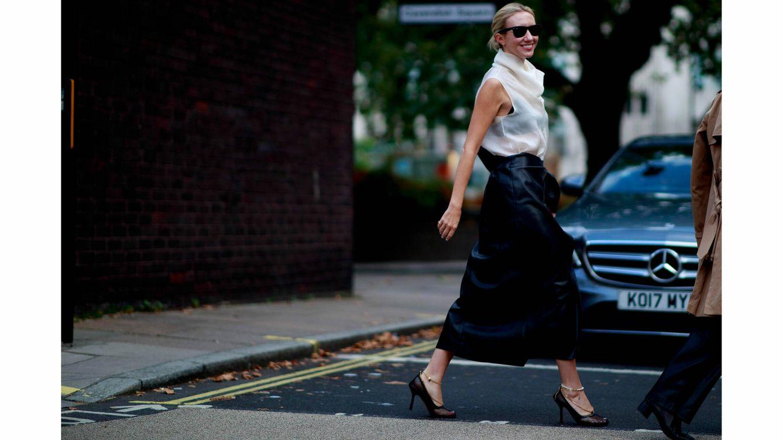 La falda midi es tu mejor aliada para un 'look' de trabajo