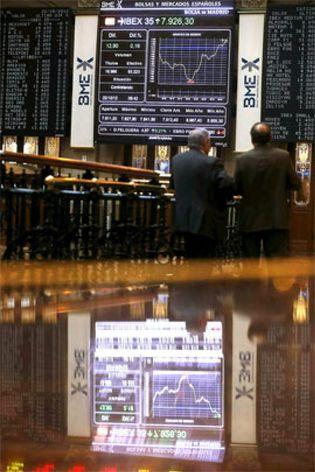 Foto: El Ibex vuelve a hacerse con los 8.000 puntos de la mano de Repsol y los grandes bancos