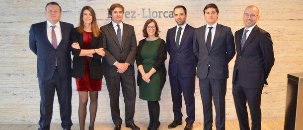 Foto: Álvaro Ramírez de Haro (3i), nuevo 'resident partner' de Pérez-Llorca en Londres. (Pérez-Llorca)