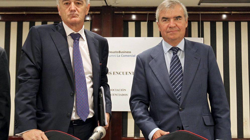 Foto: El presidente ejecutivo de CIE Automotive, Antón Pradera -izquierda-. (EFE)