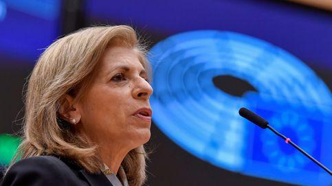 La UE publica el contrato 'censurado' de la vacuna y pide inmunizar al 70% en verano