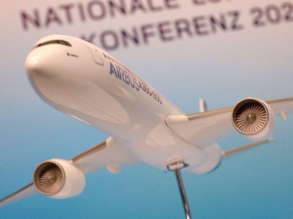 Foto: Una maqueta de un avión de Airbus. (EFE)