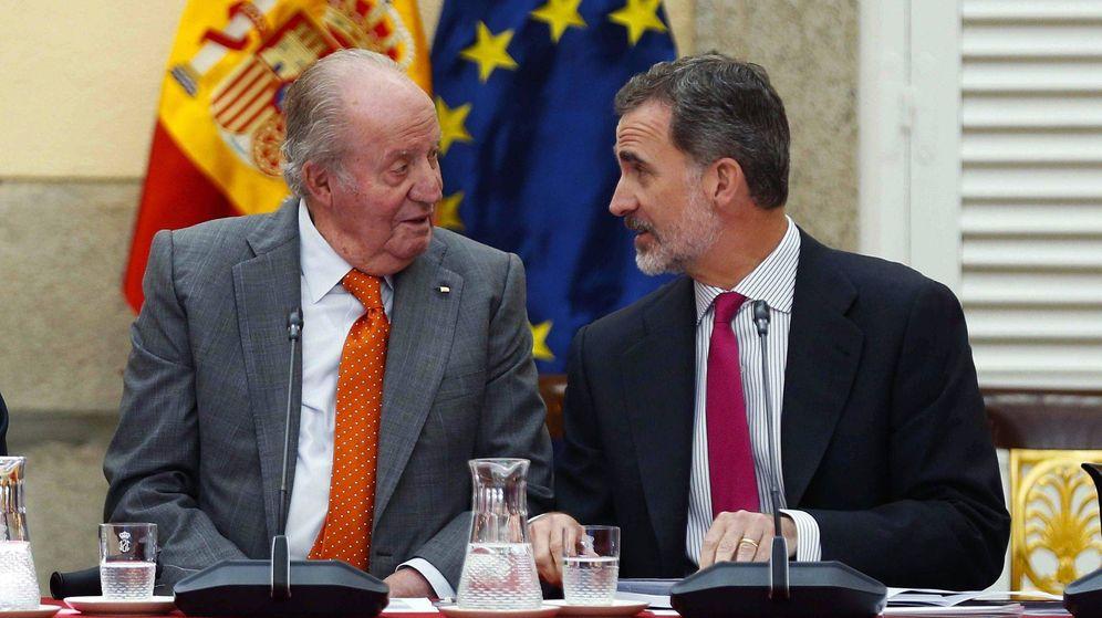Foto: Felipe VI y el rey Juan Carlos presiden la reunión de la Fundación Cotec. (EFE)