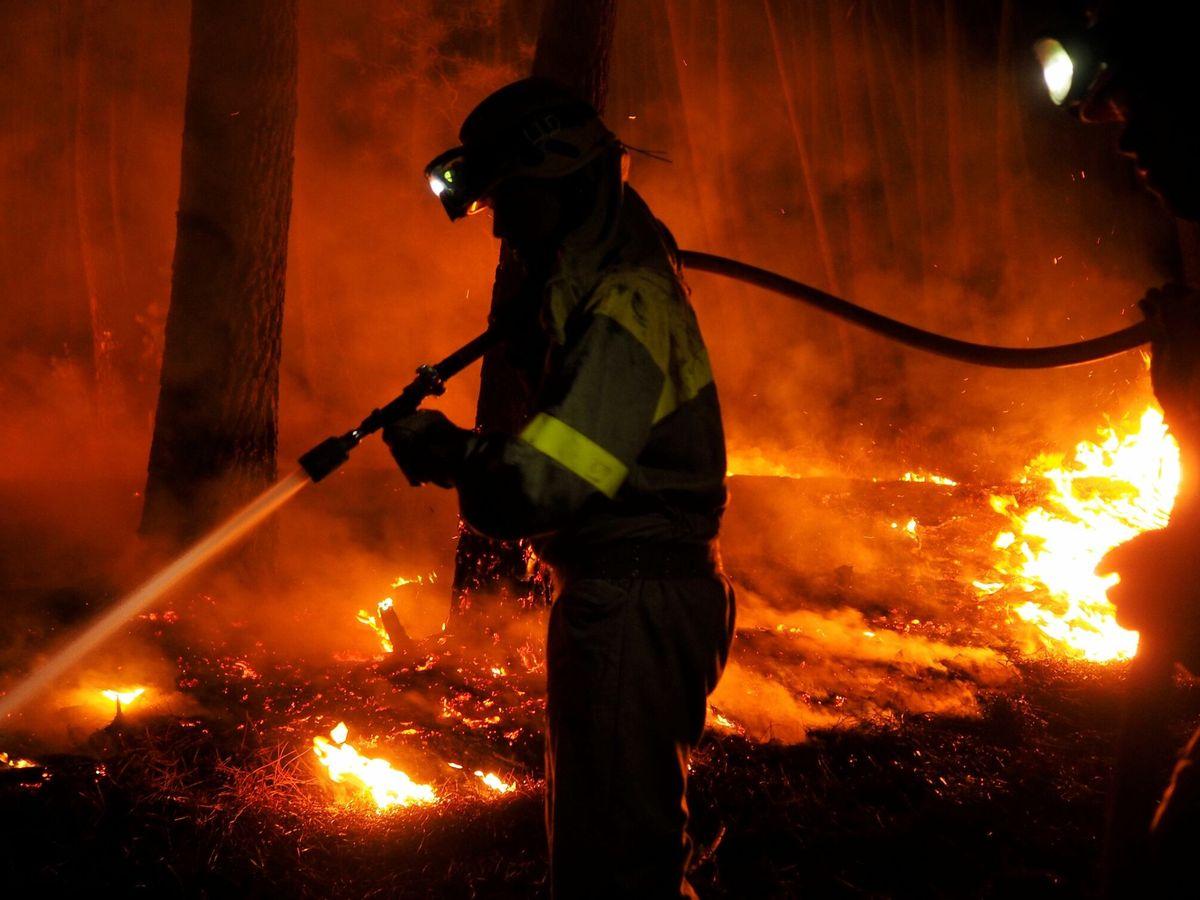 Foto: Incendio en Ribas de Sil. (EFE)