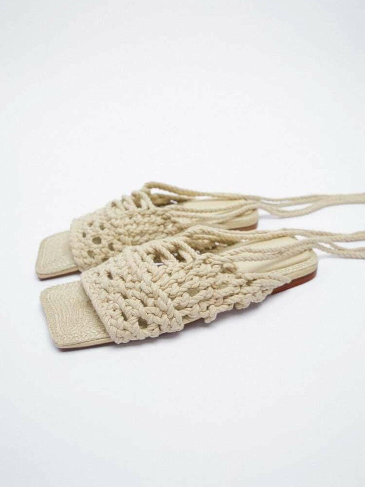Sandalias planas de Zara. (Cortesía)