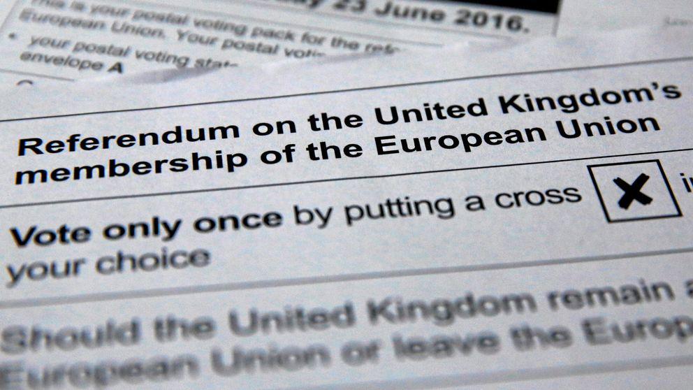 La libra se hunde a mínimos de tres semanas tras el aumento del apoyo al 'brexit'