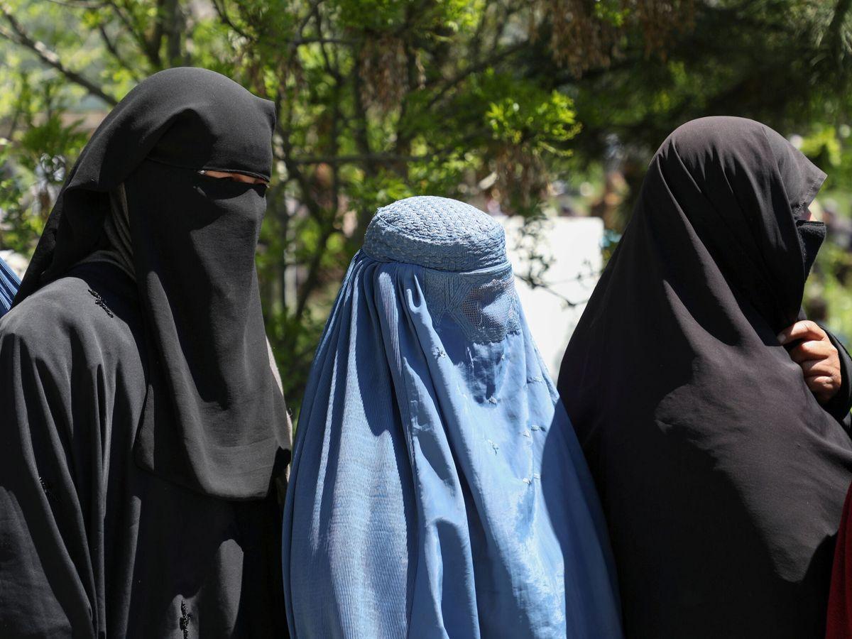 Foto: Varias mujeres afganas, en Kabul, antes del estallido de la crisis. (Reuters)