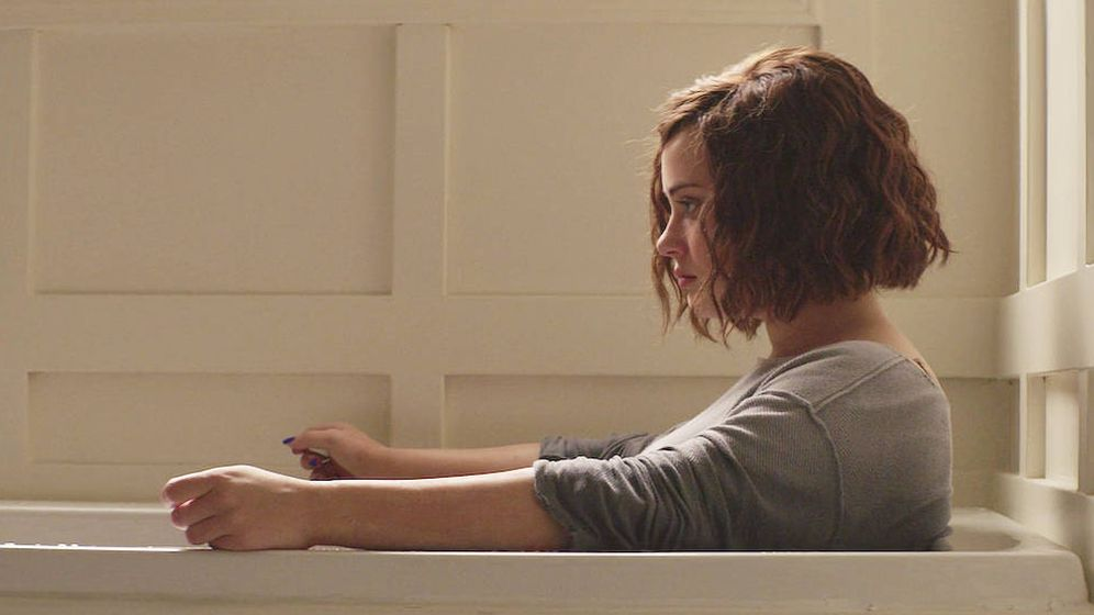 Foto: Katherine Langford interpretando a Hannah en 'Por trece razones'. (Netflix)