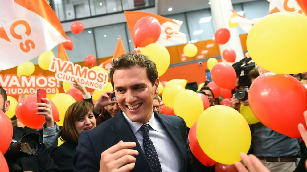 Foto: El candidato de Ciudadanos a la presidencia del Gobierno, Albert Rivera, a su llegada a la sede de su partido tras el debate electoral. (EFE)