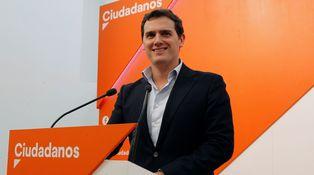 El efecto barretina lanza a Ciudadanos y hunde a Podemos