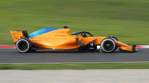 Alonso 'olvida' los problemas y termina volando en Montmeló con el McLaren