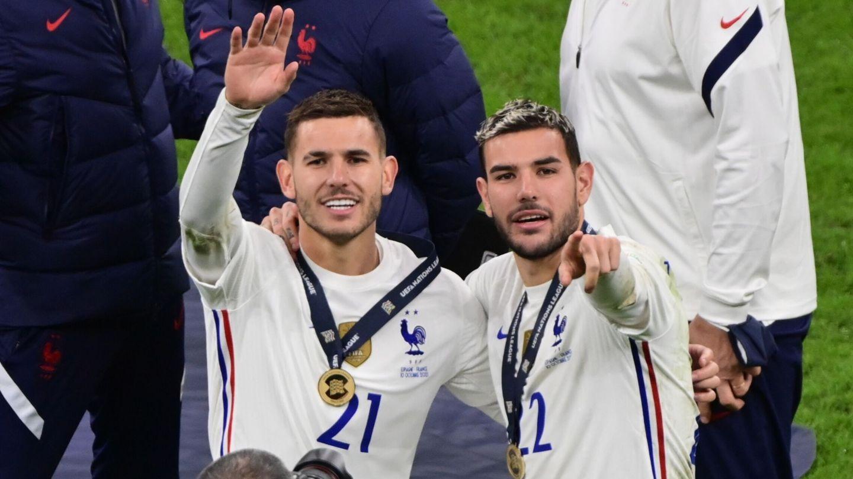 Theo Hernández y Lucas celebran el título de la Liga de Naciones. (Efe)