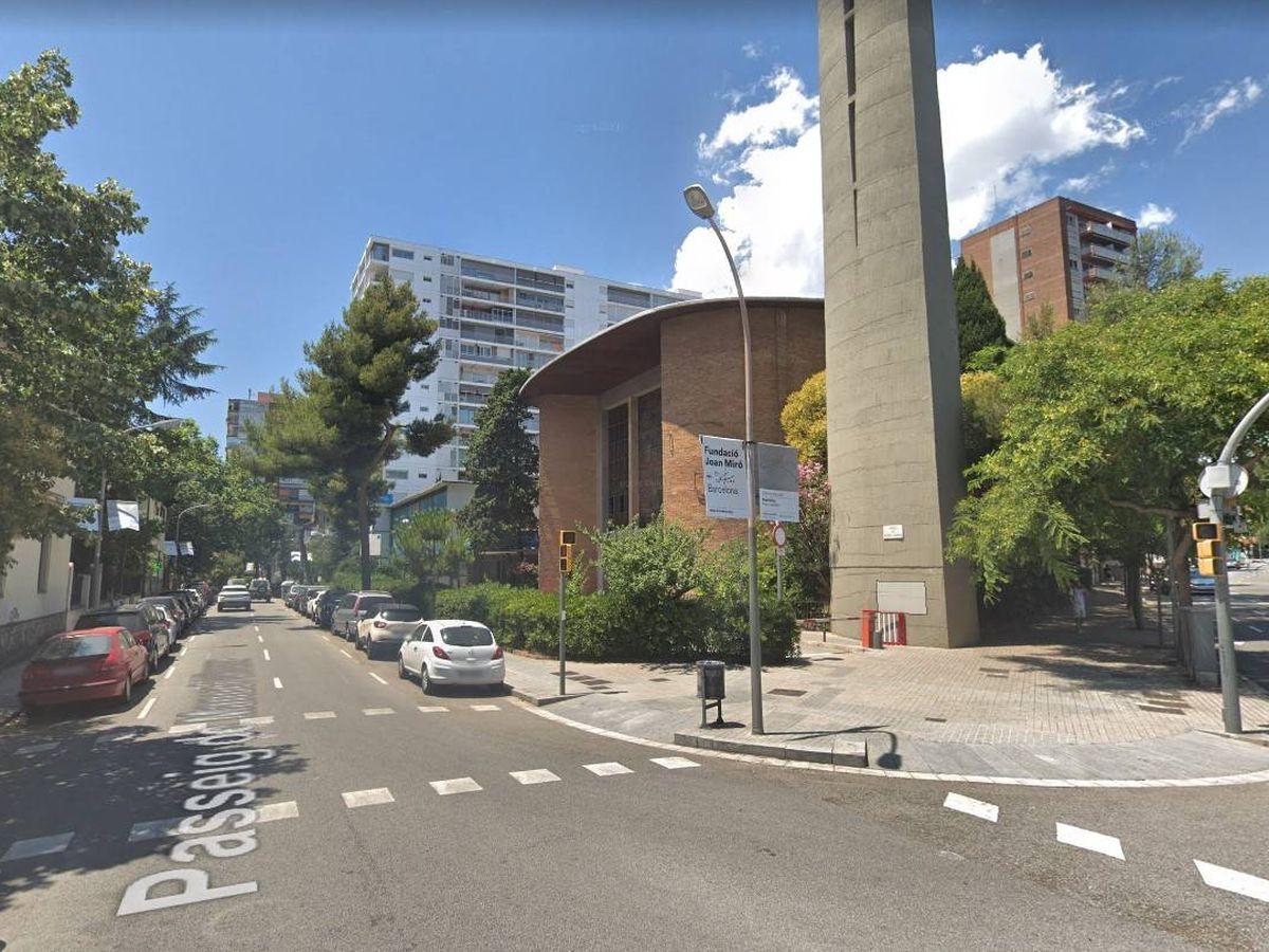 Foto: Fachada principal y torre de la parroquia de San Odón situada en Barcelona.