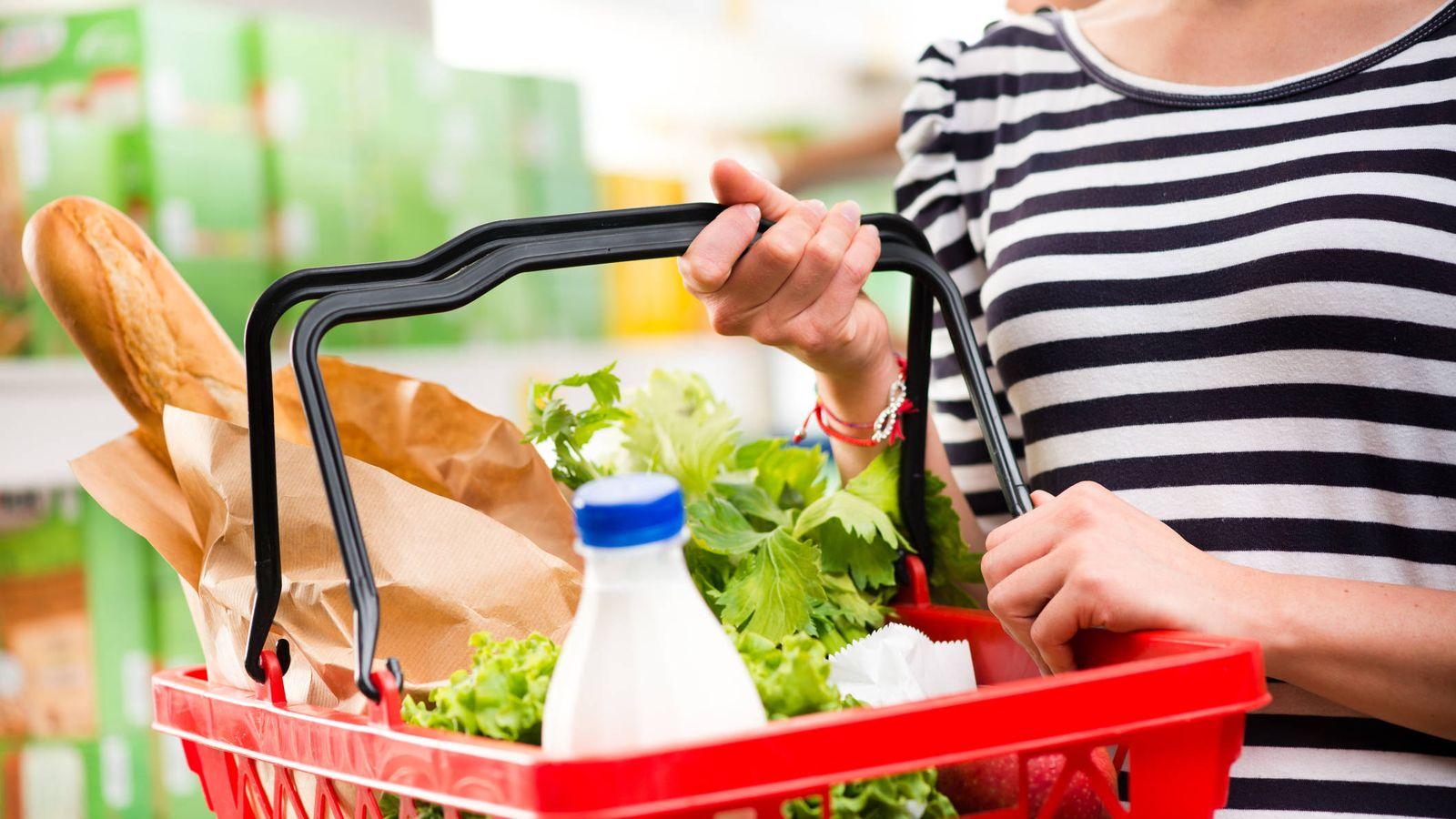 Amigo pastor gemelo  Tendencias de consumo: Cómo llenar la cesta de la compra para sobrevivir a  la cuesta de enero
