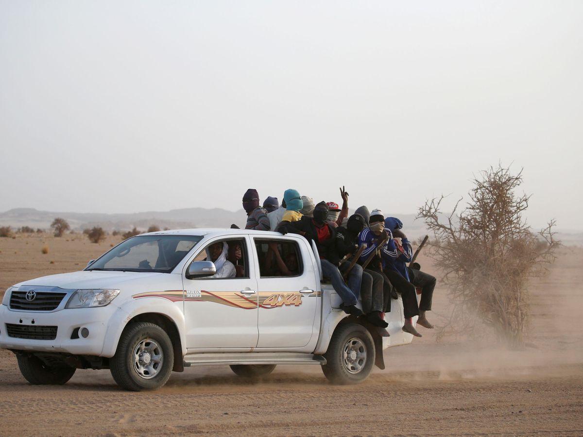 Foto: Migrantes cruzando el desierto del Sahara en Libia. (Reuters)