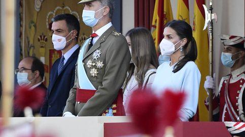 Ovación para el Rey y Ayuso y gritos de dimisión a Sánchez en el desfile del 12-O