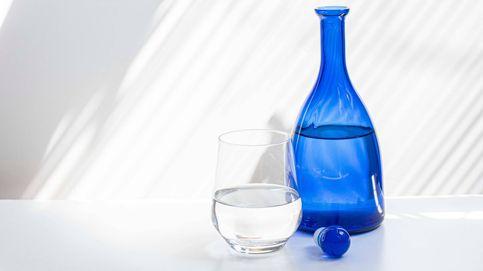 ¿Es verdad que evitar el agua durante la comida puede ayudarte a adelgazar?