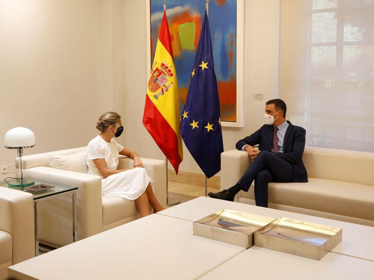 Foto: El presidente del Gobierno, Pedro Sánchez, y la vicepresidenta segunda del Gobierno y ministra de Trabajo y Economía Social, Yolanda Díaz. (EFE)