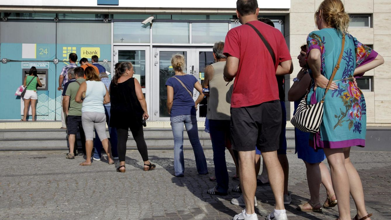 ¿Qué les preocupa a los griegos? Sacar euros del cajero, pero no hay dinero