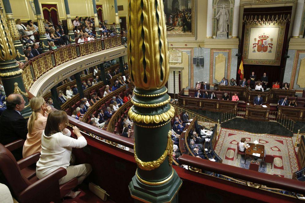 Foto: Elvira Fernández, Cristina Cifuentes y Juan Vicente Herrera, en la tribuna del Congreso, ayer. (EFE)