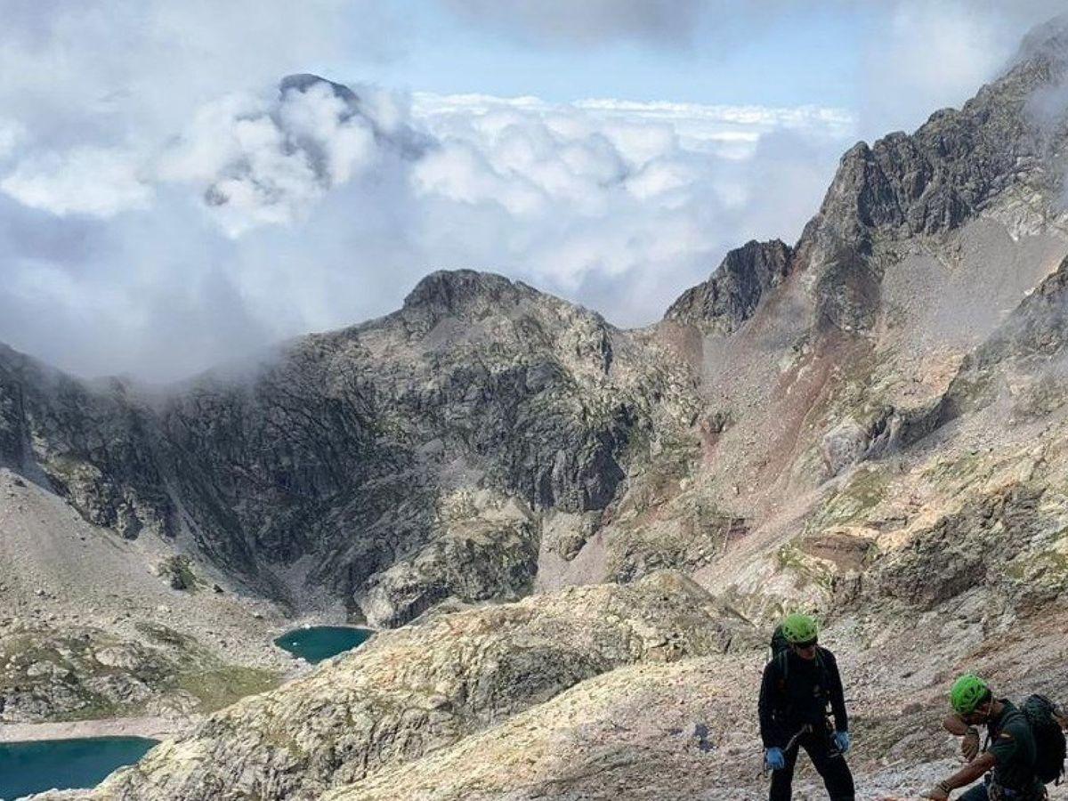 Foto: Imagen de un rescate en los Pirineos de Huesca. (EFE)