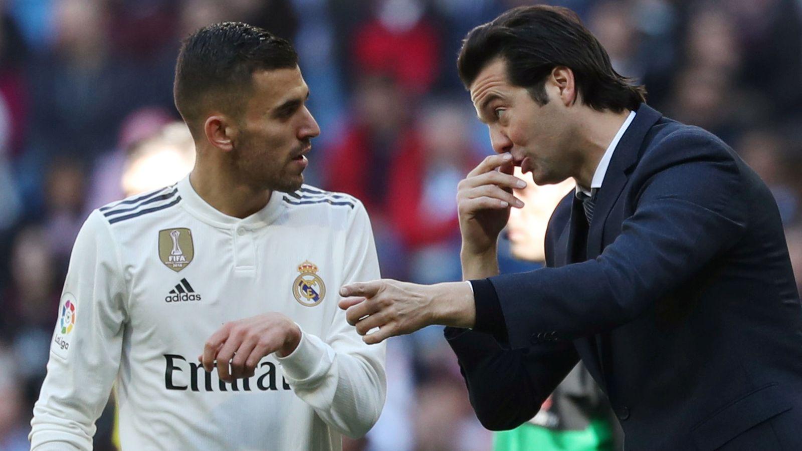 Foto: Solari da instrucciones a Ceballos durante el partido contra el Girona en el Bernabéu. (Efe)