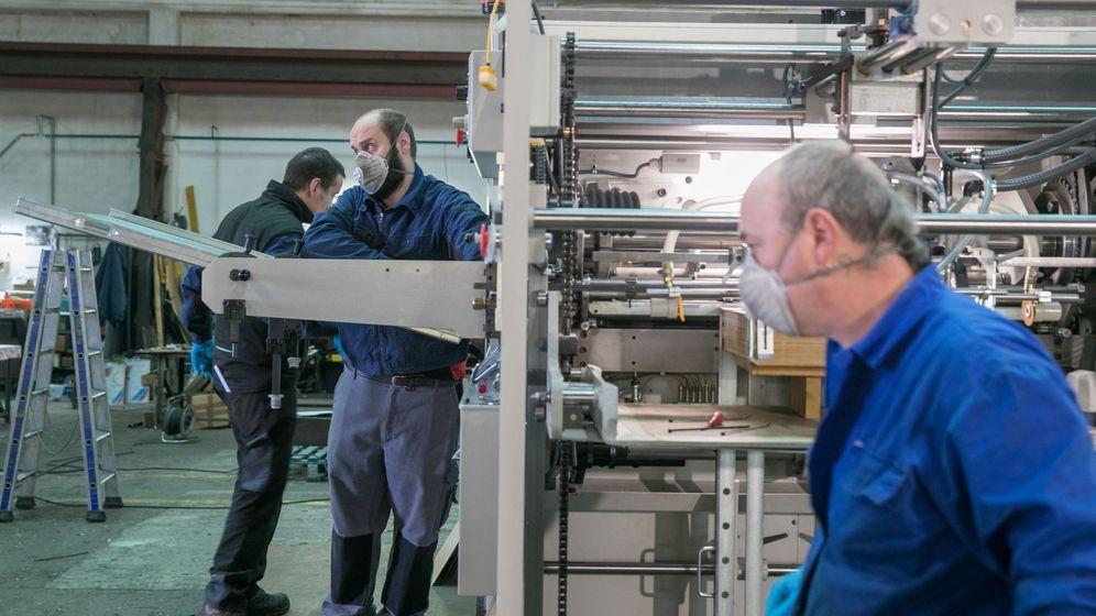Foto: Obreros en un taller
