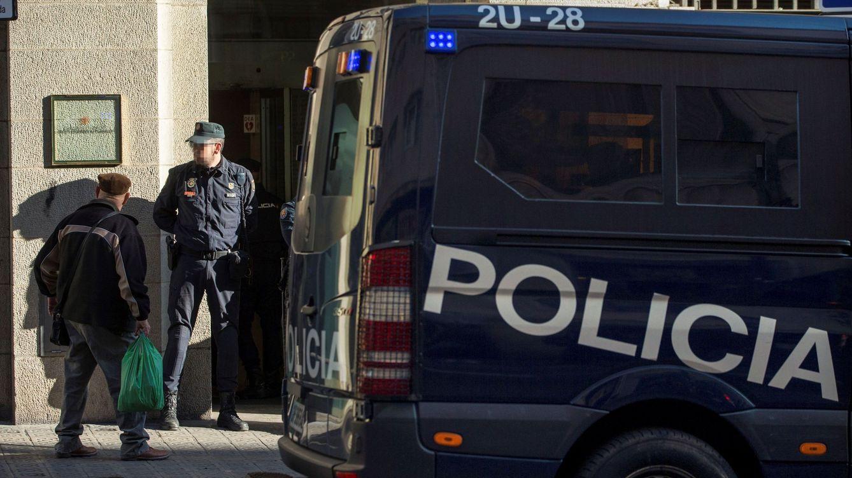 Los policías investigados por cargas durante 1-O afirman que temían por su vida