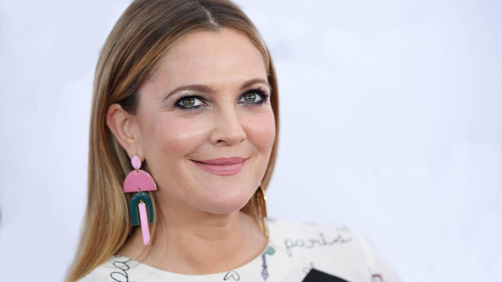 Foto: Drew Barrymore te enseña sus trucos para acabar con el acné. (Getty)