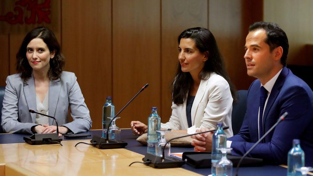 Foto: Los candidatos a presidir la Comunidad de Madrid, del Partido Popular, Isabel Díaz Ayuso (i), de Vox, Rocío Monasterio (c), y de Ciudadanos, Ignacio Aguado (d). (EFE)