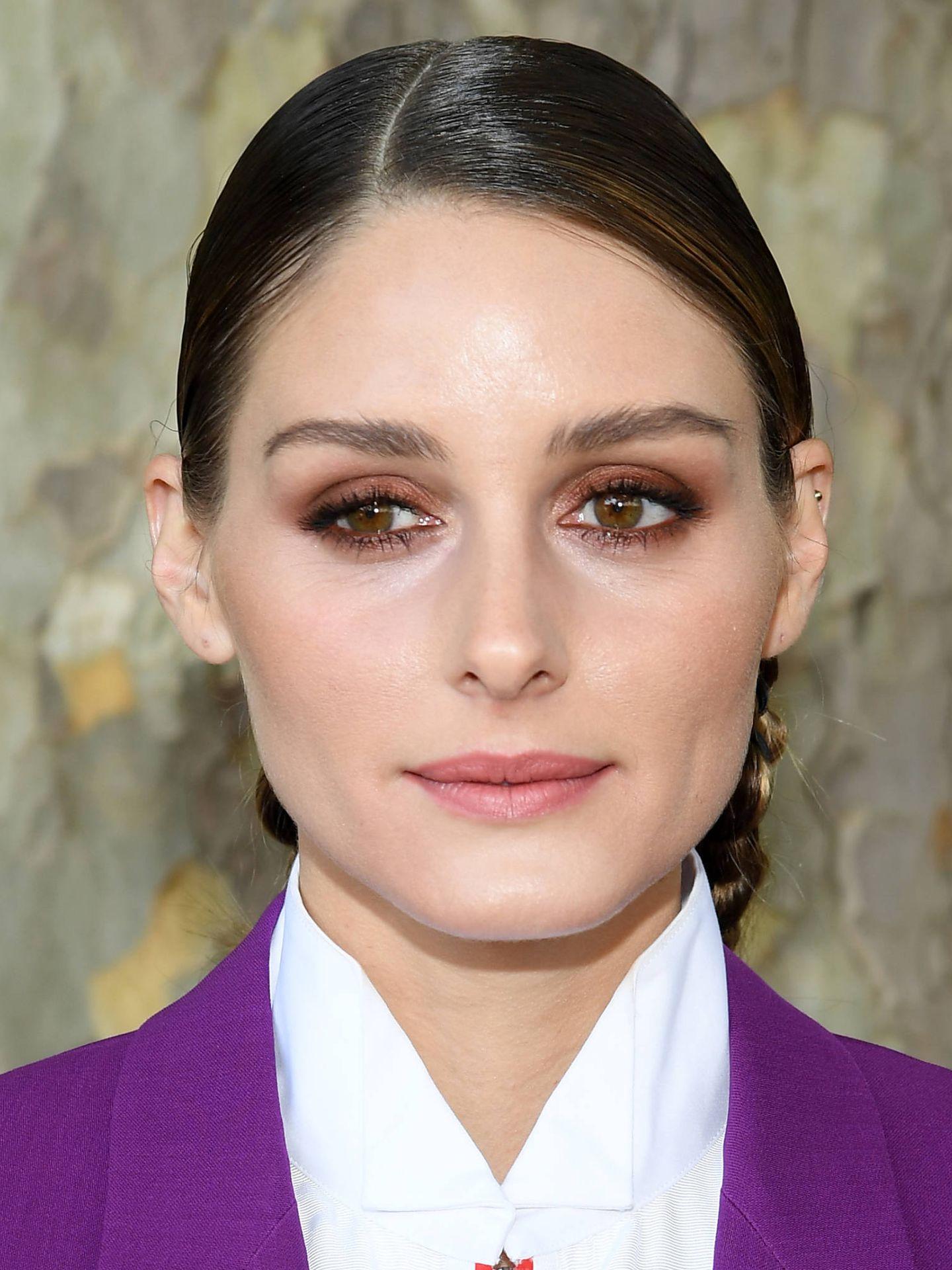 El delineado difuminado y en tonos marrones ahúma la mirada de una forma más natural. (Getty)