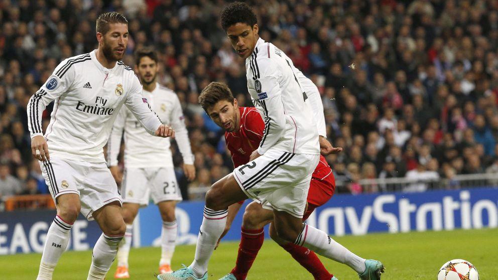 La dañada rodilla de Varane, otra buena razón para retener (como sea) a Ramos