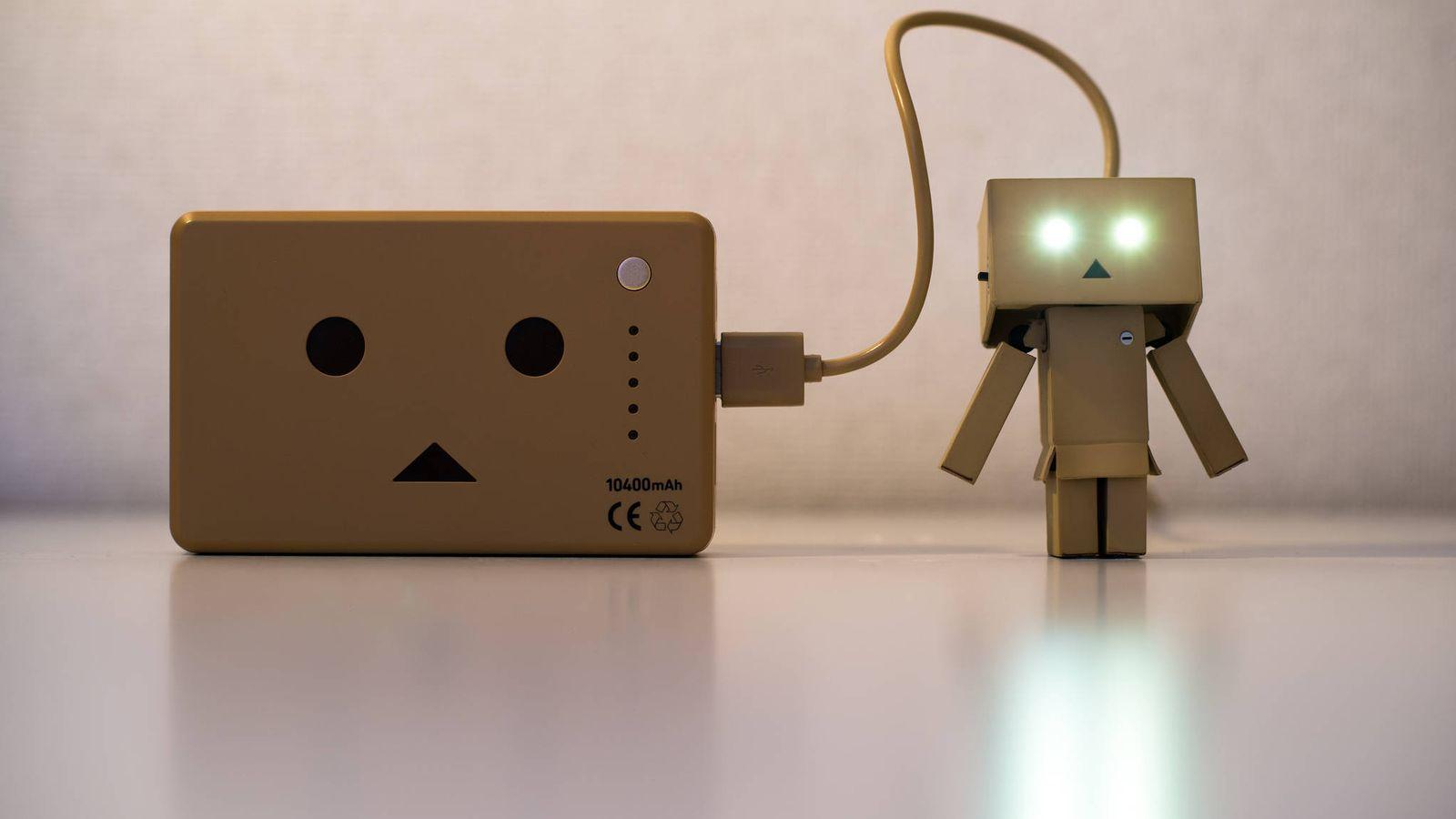 Foto:  El cable, el cargador, la ranura… Son muchos los factores que influyen en el buen estado de la batería (Imagen: Takashi Hososhima   Flickr)