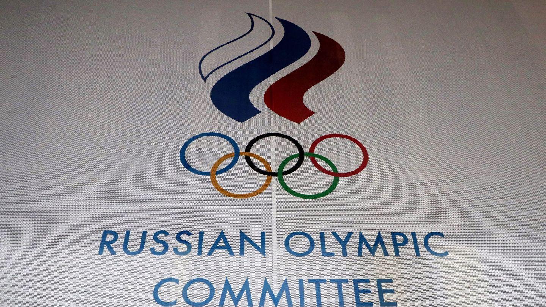 El logo del Comité Olímpico Ruso en la sede del ROC en Moscú (EFE)