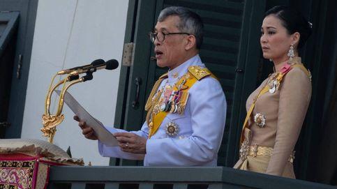 Los reyes de Tailandia regresan a su país, pero sin intención de quedarse