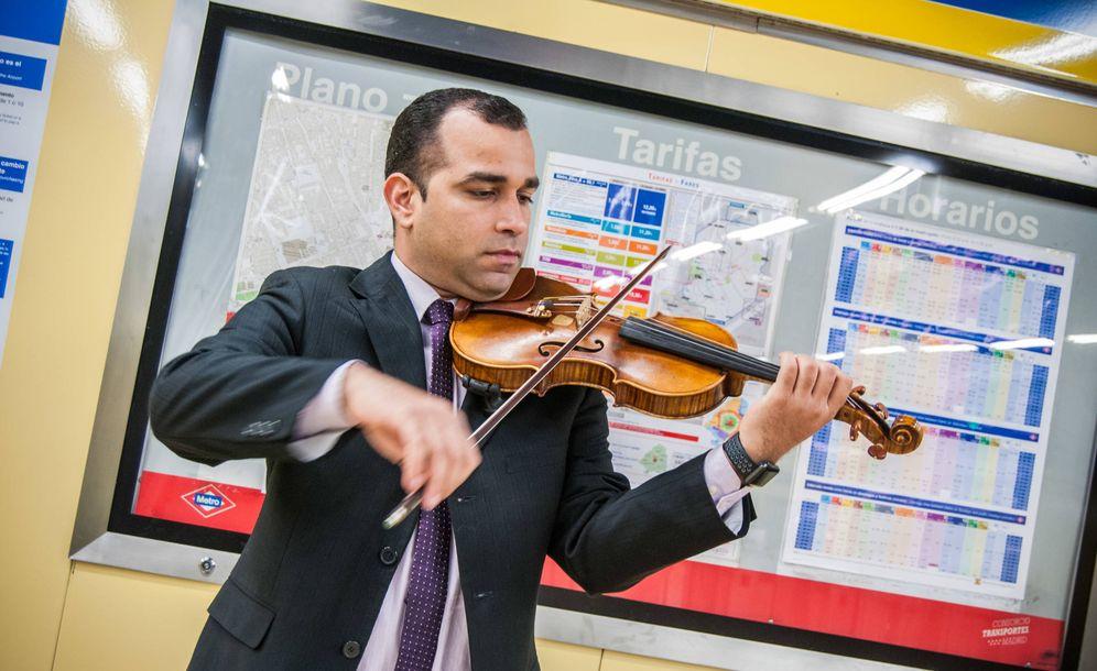 Foto: Simón Rondón en el metro de Lavapiés