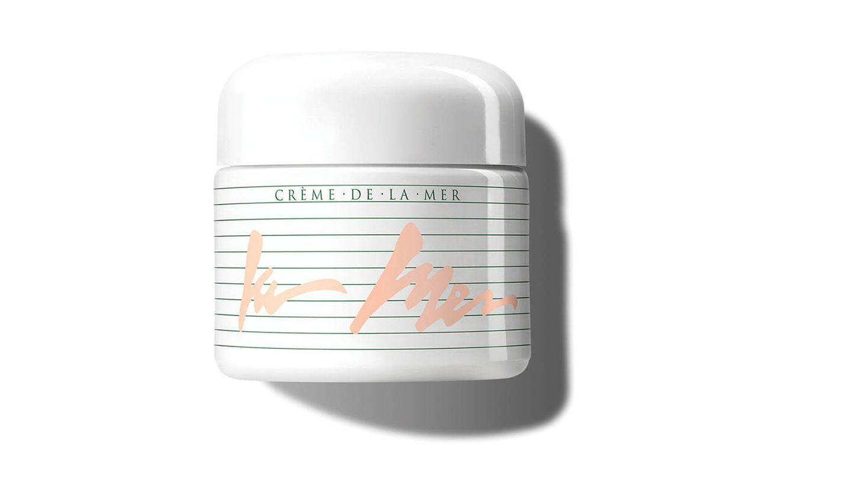 La combinación de ingredientes marinos (con su fermento milagroso como base) de Crème de La Mer la han convertido en una fórmula única para restaurar, revitalizar e iluminar la piel. Aún estás a tiempo de hacerte con la edición limitada vintage (280 €).