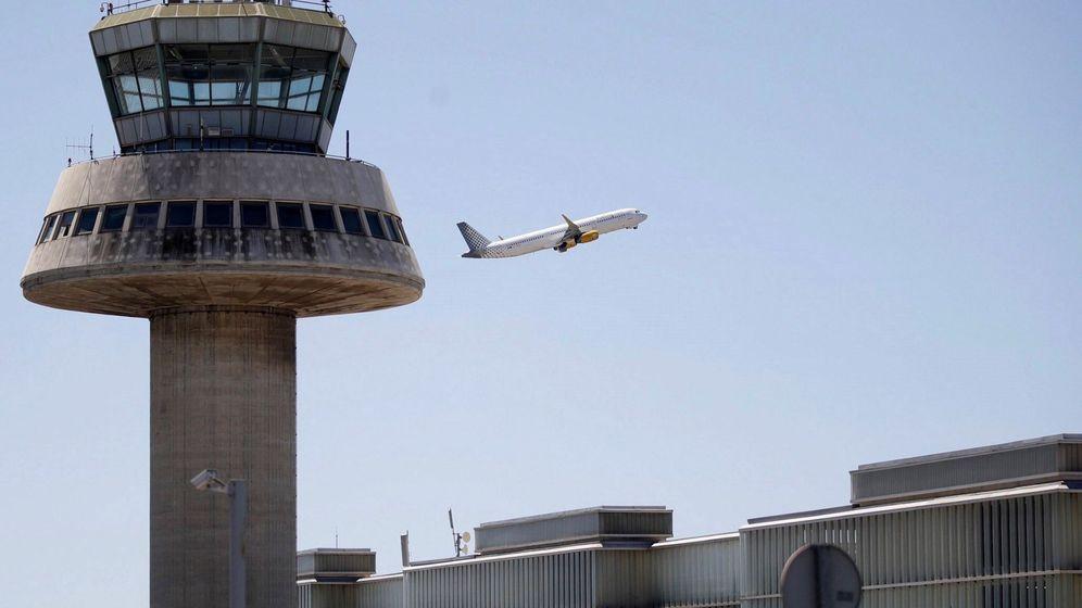 Foto: Un avión de Vueling despega de la Terminal 1 del aeropuerto de El Prat. (EFE)