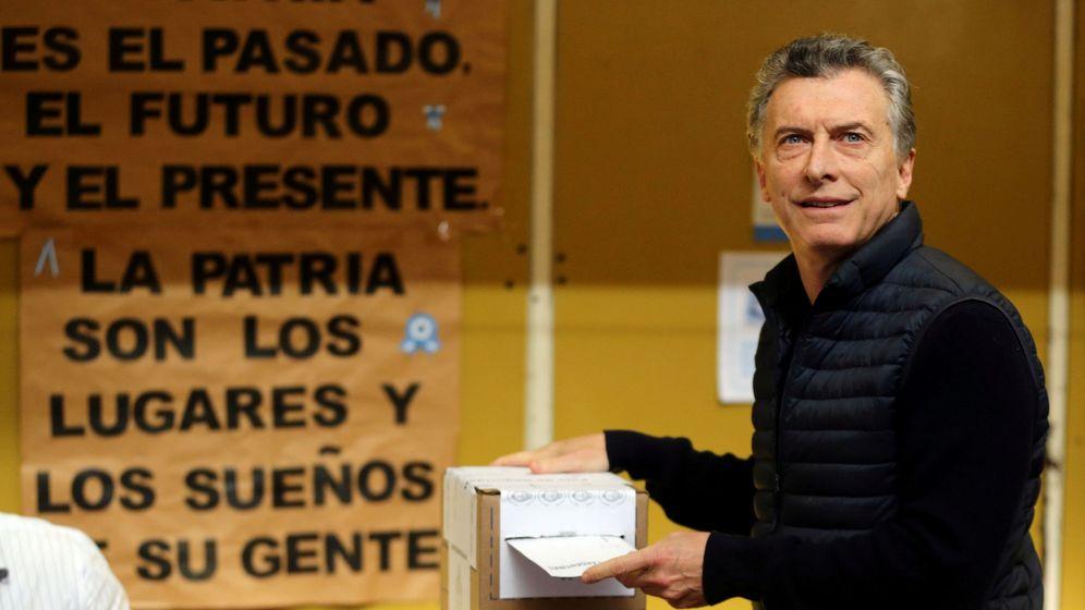 Foto: El presidente argentino Mauricio Macri en el momento de votar ayer, en Buenos Aires. (Reuters)