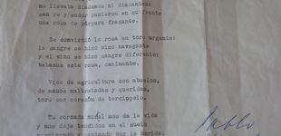 Post de Un poema de Neruda en una mudanza: hallan su soneto 'Sangre de toro' firmado