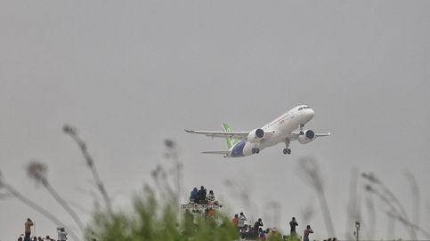 Retrasos, espionaje y motores clonados: el 'gran' avión de pasajeros chino no despega