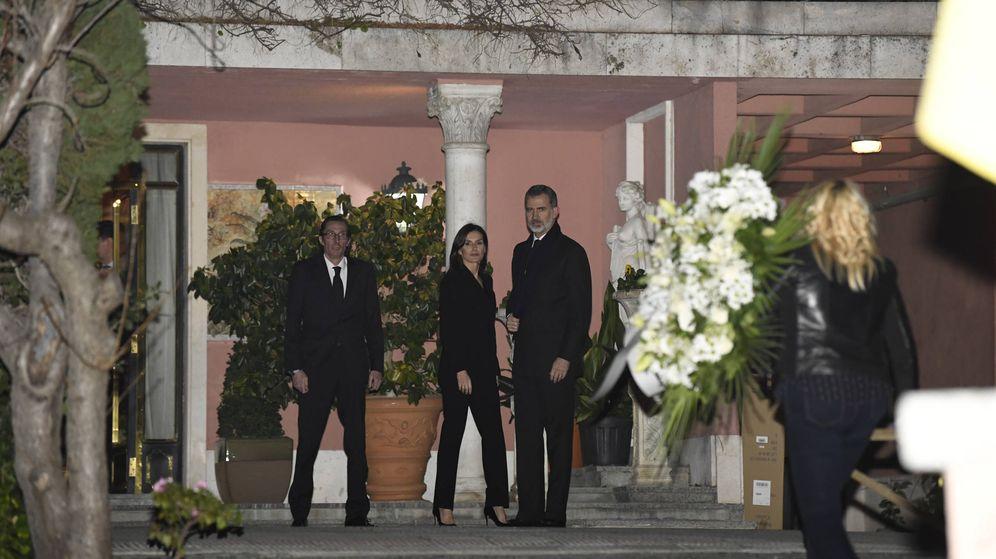 Foto: Los Reyes, llegando a la capilla ardiente de doña Pilar. (Limited Pictures)