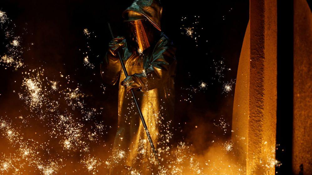 Foto: Foto de archivo de un trabajador de la industria acerera. (Reuters)
