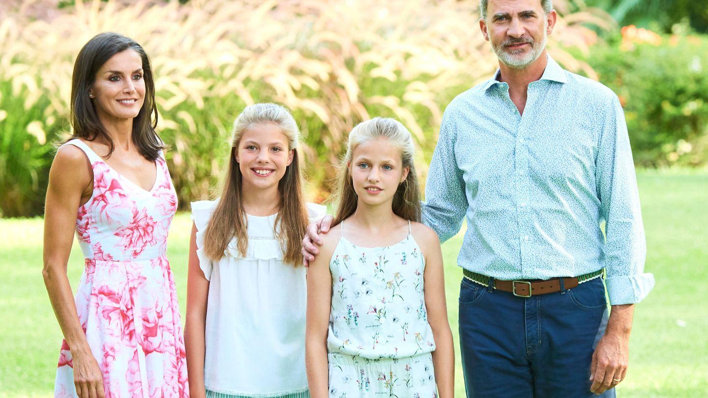 Los Reyes, con sus hijas. (LP)