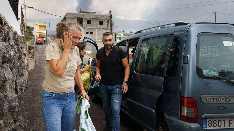 Foto: Desalojados en el pueblo de Todoque, en el municipio palmero de Los Llanos de Aridane. (EFE)