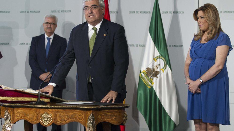 Foto: La presidenta de la Junta de Andalucía, Susana Díaz, durante la toma de posesión del consejero de Economía y Conocimiento, Antonio Ramírez de Arellano. (EFE)