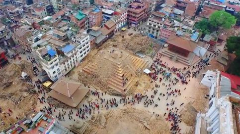 Un drone graba en vídeo la devastación causada por el terremoto en Nepal