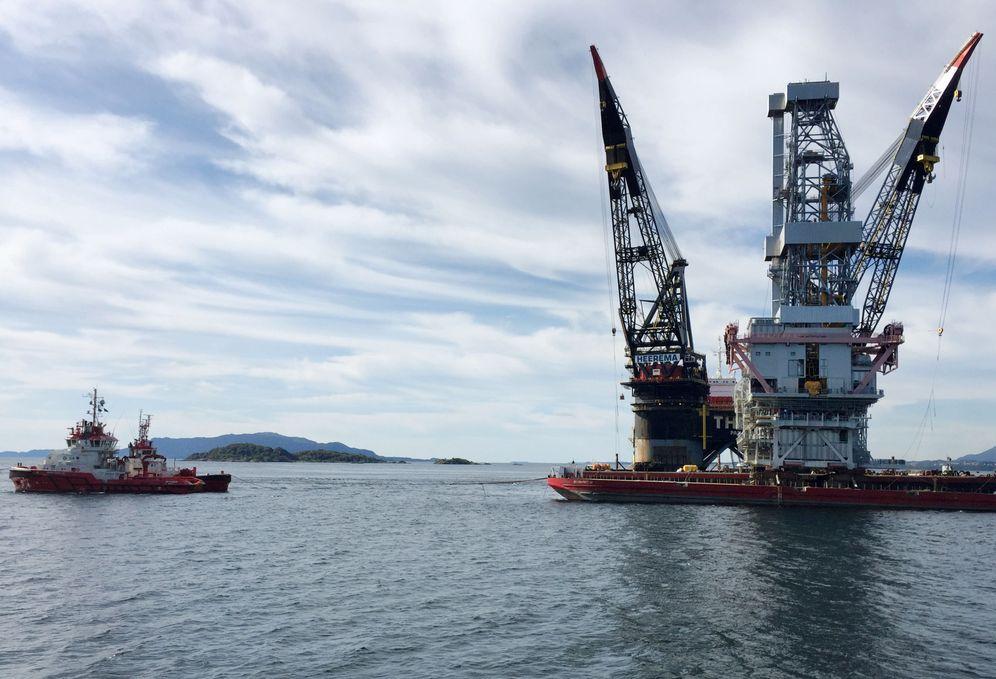 Foto: Plataforma de extracción de crudo destinada al yacimiento noruego Johan Sverdrup, cerca de Stord, Noruega occidental, el 4 de septiembre de 2017. (Reuters)