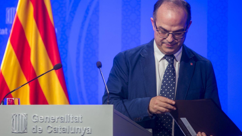 El portavoz del Gobierno de la Generalitat Jordi Turull, atiende a los medios de comunicación. (EFE)