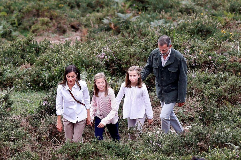 Foto: Los reyes Felipe y Letizia, la princesa Leonor y la infanta Sofía en Covadonga. (EFE)